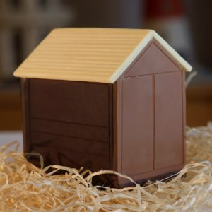 Brighton Beach Huts - triple flavour Chocolate Mix milk, dark white panels make up this Brighton and Hove Beach hut that is cute at 7cm tall