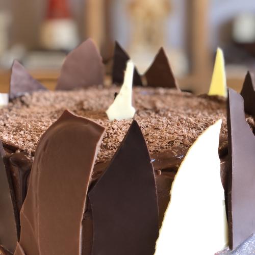 14-20 triple chocolate shard chocolate birthday cake with chocolate shavings