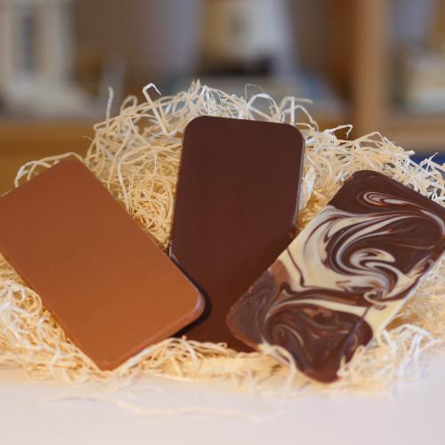 80g of milk, dark, white chocolate shaped like a new iphone